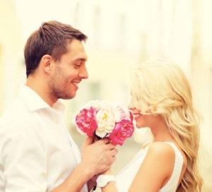 花束と男女
