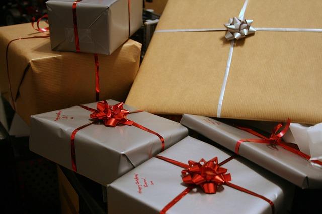 贈り物(プレゼント・手土産)などを渡す時の言葉・文例