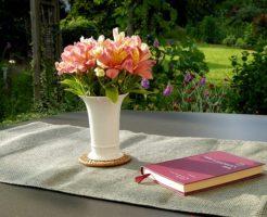 flower-vase-1474394_640