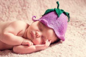 眠そうな赤ちゃん