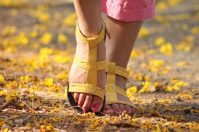 足や靴が臭い原因とニオイを消す方法3選