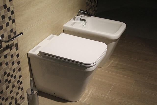 【超簡単裏ワザ】トイレ掃除の仕方!30秒の手抜き手入れ法