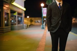 スーツの似合う男性