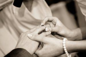 【結婚祝い】手紙の書き方・例文!友達や親友へ送る場合や忌み言葉一覧も