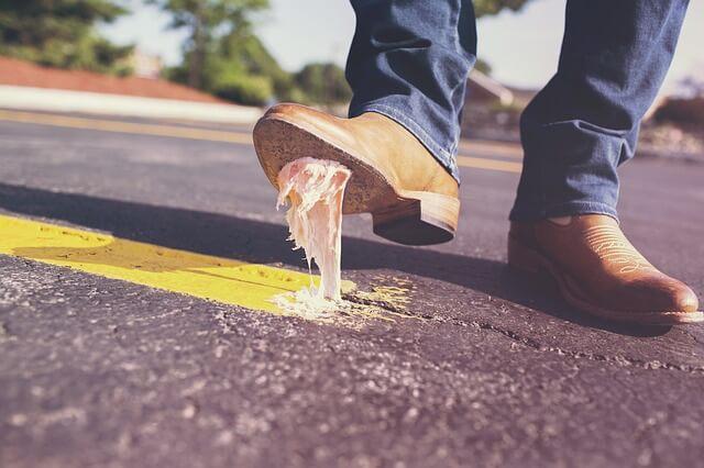 【靴底のガムの取り方・落とし方5選】こびりついたガムを除去する裏ワザ