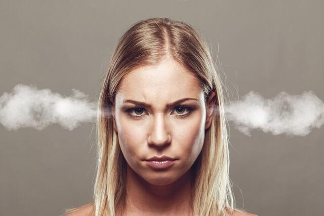 【夢占い】怒る・叱る夢8パターンの意味